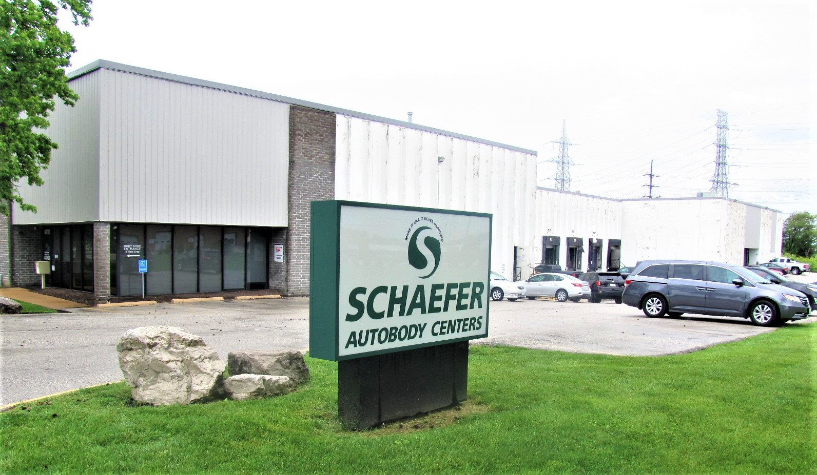 Exterior of Schaefer Auto Body Shop in Creve Coeur, MO